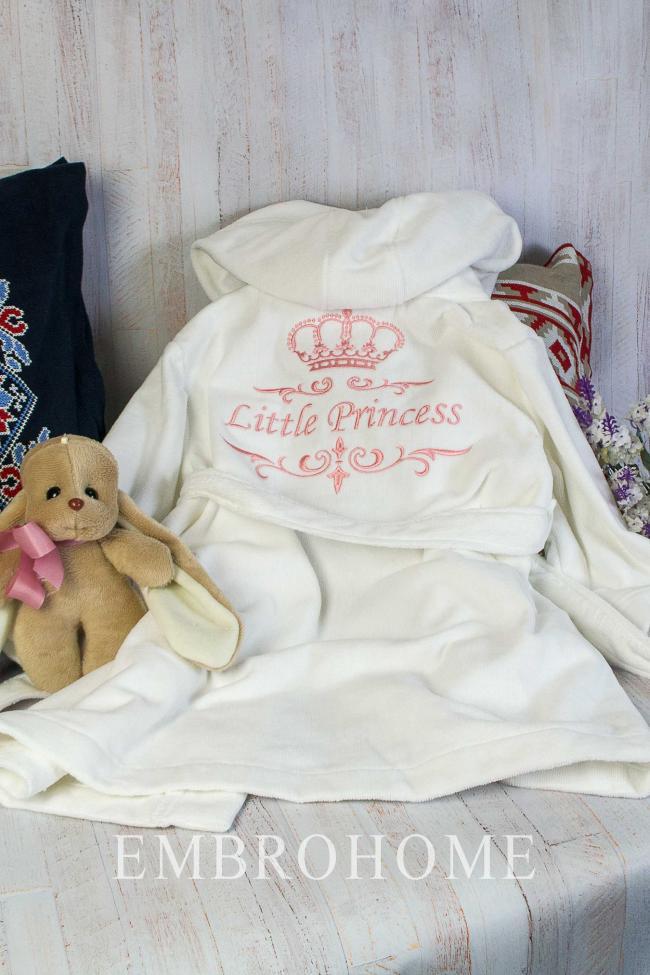 Іменний халат для дівчинки з вишитим індивідуальним написом і короною
