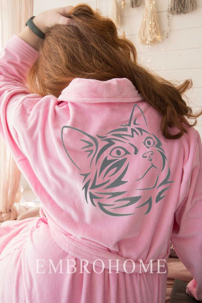 Жіночий халат з вишивкою на спині з бавовняної велюрової тканини рожевого кольору