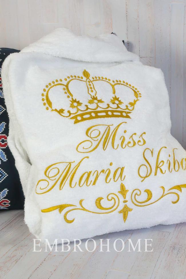 Іменний халат жіночий білого кольору з вишитим ім'ям і короною