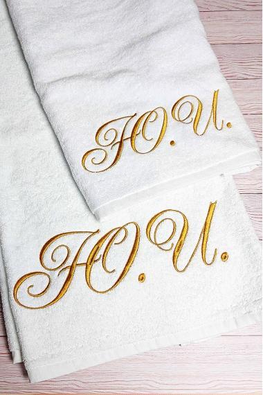 Именное полотенце с вышитыми инициалами