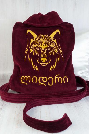 Халат бордового цвета с вышитым волком