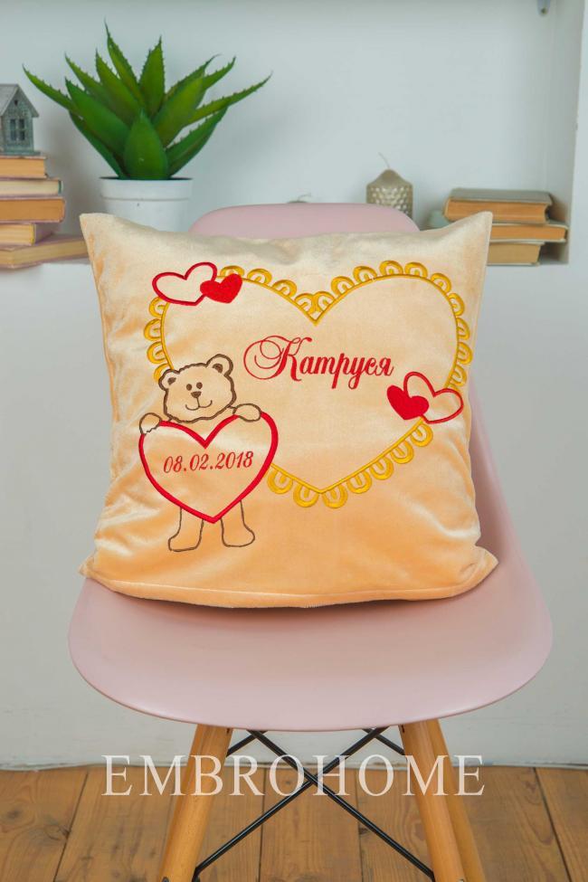 Іменна подушка з вишивкою на замовлення